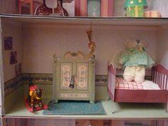 Dollhouse bedroom diy