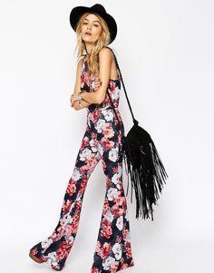 Pantalones de campana con estampado de rosas de ASOS