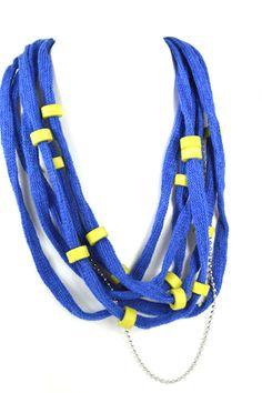 Κοντά Κολιέ : Μπλε Κολιέ Μπλε βαμβακερό κορδόνι διακοσμημένο με πράσινες lime κεραμικές χειροποίητες χάντρες, σύρμα και αλυσίδα από ατσάλι. Πρωτότυπο μεταλλικό κούμπωμα. Συνολικό μήκος περίπου 55 εκ. Beaded Necklace, Necklaces, Jewelry, Jewellery Making, Jewerly, Pearl Necklace, Jewelery, Chain