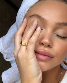 7 Essential Products to Prevent Your Skin From Suffering Face Mask Fatigue Makeup Trends, Makeup Inspo, Makeup Inspiration, Beauty Skin, Beauty Makeup, Hair Beauty, Drugstore Beauty, Pretty People, Beautiful People