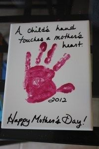 So simple and cute kids to make this Mother's Day! Take a small canvas and imprint with your hand or foot and write a message.