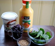 Fast healthy breakfast smoothie idea. The oats regulate blood sugar (no mid-morning crash!)