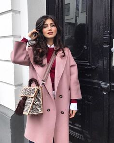 pink trench coat with black and gray two way bag - Travel Outfits Pink Winter Coat, Winter Coat Outfits, Fall Outfits, Casual Outfits, Fashion Outfits, Gray Outfits, Pink Trench Coat, Winter Trench Coat, Trench Coats