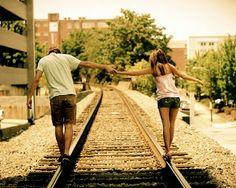 Mas há a vida que é para ser intensamente vivida, há o amor, há o amor.  Que tem que ser vivido até a última gota. Sem nenhum medo. Não mata!... (clarice lispector)
