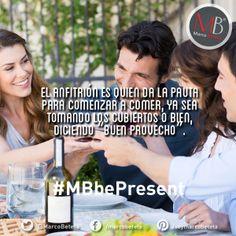 El anfitrión es quien da la pauta para comenzar a comer, ya sea tomando los cubiertos, o bien, diciendo Buen Provecho. #MarcoBeteta