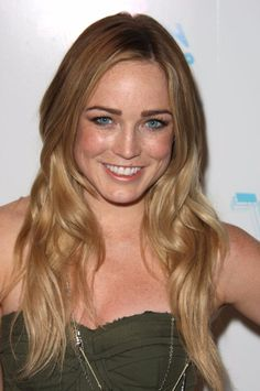 Caity Lotz as Sara Lance / Black Canary Gal Gabot, White Canary, Dinah Laurel Lance, Lance Black, Cw Series, Popular People, Dc Legends Of Tomorrow, Stunning Eyes, Celebs