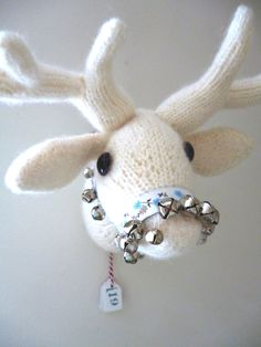 Knitted deer trophy pattern by Claire Dot Garland Pebbles