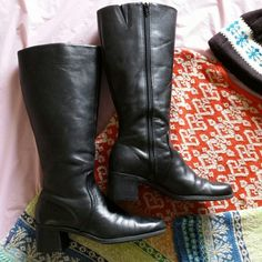 Naturalizer Black Leather Heel  Boots Black Leather Side Zip With Chunky  Heel.  Few Scuffs Little  Wear To Soles Naturalizer Shoes Heeled Boots