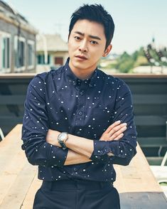 Jo Jung Suk siempre había querido estar en el escenario. Fue admitido en el departamento de...