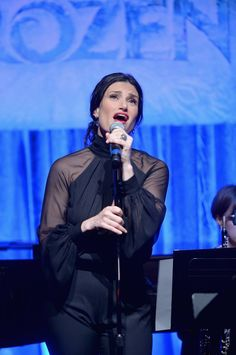 "Idina Menzel To Perform ""Let It Go"" At Oscars! http://www.rotoscopers.com/2014/02/11/idina-menzel-to-perform-let-it-go-at-oscars/"