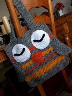 Hoot Owl Tote, where was this when I was looking for a new craft bag? I might have to start making t… Crochet Owls, Crochet Tote, Crochet Purses, Knit Or Crochet, Crochet Crafts, Yarn Crafts, Crochet Stitches, Owl Crafts, Yarn Projects