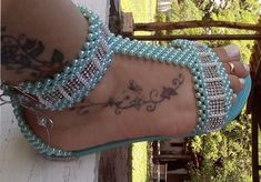 Sandália de perolas, simples, linda mas Estilosa, por Maguida Silva