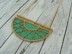Ketten kurz - grafische Kette mit Leder: Boho gold / hellgrün - ein Designerstück von buntezeiten bei DaWanda