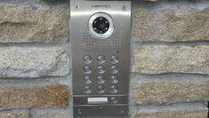 Znowu ktoś dzwonił do drzwi, a ty nie wiesz, kto to? Rozwiązaniem są wideodomofony – kupisz je w naszej firmie Tecal w najlepszej cenie.