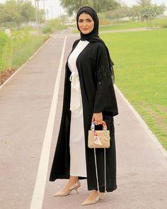 Dubai Fashion, Abaya Fashion, Modest Fashion, Fashion Dresses, Fashion Shoot, Abaya Dubai, Abaya Designs, Arab Women, Muslim Girls