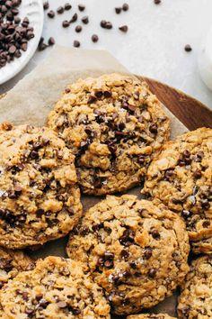 Butter Chocolate Chip Cookies, Chocolate Chip Oatmeal, Vegan Chocolate, Vegan Peanut Butter Cookies, Vegan Sweets, Vegan Desserts, Healthy Vegan Cookies, Vegan Oatmeal Cookies, Vegan Cupcakes