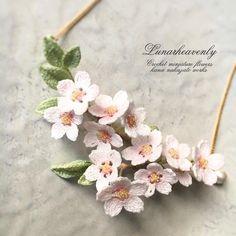 桜のネックレス、葉桜バージョンができました。淡いピンクが際立って、とてもお気に入りです…♡ 4月の個展で販売予定です。 #crochet #cherryblossom #tinycrochet #miniaturecrochet #Lunarheavenly #necklace #レース編み #かぎ針編み #桜 #桜アクセサリー #ネックレス #ルナヘヴンリィ