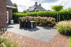 Garden Paving, Garden Plants, Garden Landscaping, Deck Fireplace, Pergola, Contemporary Garden, Wooden House, Garden Inspiration, Sidewalk