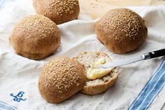 The Low-Carb Bread - 2⁄3 cup almond flour 2½ tablespoons ground psyllium husk powder 1 teaspoon baking powder ½ teaspoon sea salt 1 teaspoon apple cider vinegar 2⁄3 cup boiling water 1½ egg whites Sesame seeds