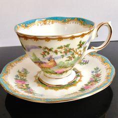 """Royal Albert, Inglaterra,  'Chelsea Bird"""", taza de café,  1941 - 1981"""