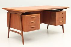 Desk in teak designed by unknown Danish designer. Manufactured by Sibast Møbler around 1960. www.reModern.dk