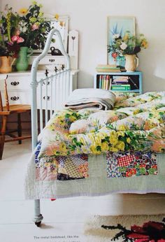 9 Joyous Tips AND Tricks: Vintage Home Decor Bedroom Apartment Therapy dark vintage home decor chairs.Vintage Home Decor Romantic Furniture vintage home decor ideas diy.Vintage Home Decor Bedroom Curtains. Bedroom Vintage, Vintage Home Decor, Victorian Bedroom, Style At Home, Cottages Anglais, Style Cottage, Eclectic Decor, Eclectic Bedrooms, Modern Bedrooms