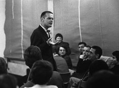 Charles Eames presenting three films in the Academy for Design in Ulm, 1958. 📷 Hans G. Conrad, Source Rene Spitz. More to read in english here