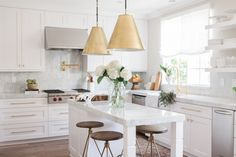 This chic kitchen designed by Nicole David has managed to incorporate both modern and classic design features resulting in something that is not only gorgeous to look at, but functional...