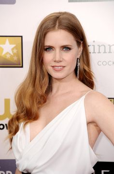 Loving Amy Adams in Webster at the Critic's Choice Movie Awards Amanda Seyfried, Logan Lerman, Drop Dead Gorgeous, Gal Gadot, Amy Adams Style, Amy Addams, Actress Amy Adams, Glamour, Beautiful Redhead
