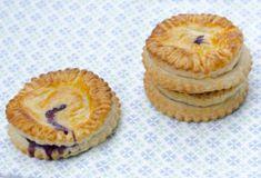 3 egyszerű bögrés süti | NLCafé Cheesecake, Muffin, Breakfast, Dios, Morning Coffee, Cheesecakes, Muffins, Cupcakes, Cherry Cheesecake Shooters