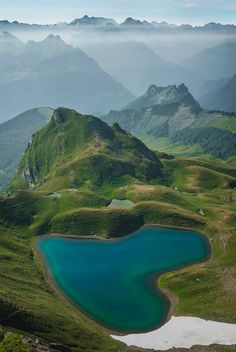 15 World's Most Beautiful Heart-Shaped Lakes that Actually Exist Beautiful Nature Pictures, Amazing Nature, Beautiful Landscapes, Heart Pictures, Heart Images, Heart In Nature, Heart Art, Beautiful Places To Travel, Beautiful World