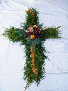 Risultati immagini per dušičkové vazby ze šišek Grave Decorations, Christmas Wreaths, Holiday Decor, Google, Home Decor, Christian Pictures, Christians, All Saints Day, Decoration Home