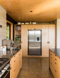 This robust new-build near tutukaka is a minimalist's dream. Kitchen Built Ins, Concrete Block Walls, Modern Kitchen Design, Modern Kitchens, Kitchen Designs, Compact House, Inside Home, Dream House Plans, Kit Homes
