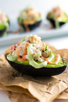 seafood stuffed avocados・halved avocados filled with chopped shrimp, fresh crab, and tomato and then drizzled with sriracha and avocado creams on top Avocado Recipes, Healthy Recipes, Healthy Food, Salad Recipes, Avocado Dishes, Top Recipes, Healthy Dinners, Diabetic Recipes, Quick Meals