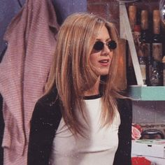 Makeuphall: The Internet`s best makeup, fashion and beauty pics are here. Friends Moments, Friends Tv Show, Just Friends, Retro Aesthetic, Aesthetic Photo, Aesthetic Pictures, Rachel Friends, Jenifer Aniston, Rachel Green