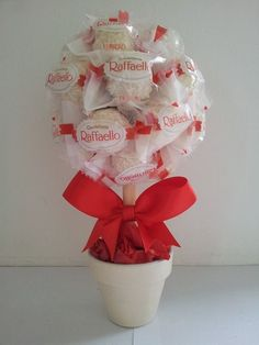 Small Raffaelo (Coconut Ferrero Rocher) Tree – approximately 10 cms tall and 10 cms in circumference and is absolutely stuffed with chocolates. The Tree comes wrapped and dressed in a colour of your choice. Candy Bouquet Diy, Diy Bouquet, Candy Crafts, Diy Crafts For Gifts, Food Crafts, Valentines Sweets, Valentine Gifts, Chocolate Bouquet Diy, Pinterest Valentines