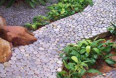 http://casa-jardin.com/wp-content/uploads/2010/03/senderos-jardin.jpg