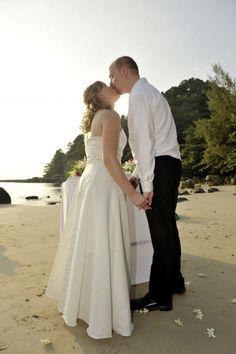 f92f3d7abd51 10 bästa bilderna på Vigsel blommor dekoration | Wedding ceremonies ...
