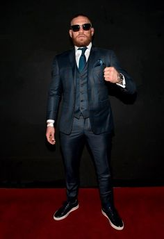 Conor McGregor's PostFight Suit Was A OneTwo Style Punch is part of Mcgregor suits - The MMA fighter celebrated his UFC 202 win over Nate Diaz by donning a shiny suit with matching tie and pocket square Conor Mcgregor Shoes, Conor Mcgregor Anzug, Mcgregor Suits, Conor Mcgregor Style, Connor Mcgregor, Mens Fashion Suits, Mens Suits, Men's Fashion, Suits You Sir