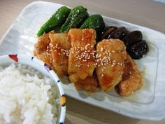 Buta no Kawaki (豚の鍬焼き) ist ein Alltagsgericht, das mit dem Eintopfgericht Sukiyaki verwandt ist. Das Gericht schmeckt auch kalt, im Bento, wunderbar.