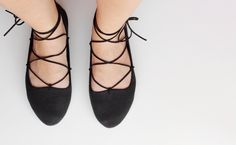 Curly Made: Craft adventures // DIY Lace-up Flats Easy Crafts To Sell, Sell Diy, Diy Lace Up Flats, Diy Clothes Tops, Shoe Crafts, Arts And Crafts House, Create And Craft, Cool Diy Projects, Things To Sell
