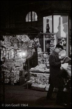 Parisian newsstand, 1964. (Photo credit: Jon Goell)
