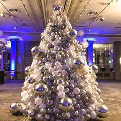 Our kind of Christmas tree! London Christmas, Modern Christmas, White Christmas, Xmas, 36 Inch Balloons, White Balloons, Balloon Decorations, Christmas Tree Decorations, Holiday Decor