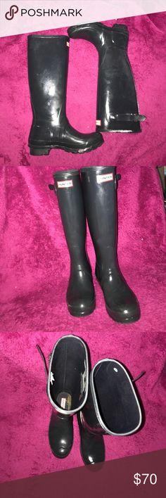 Hunter rainboots sz 6 Great condition, dark blue sz 6 Hunter Boots Shoes Winter & Rain Boots