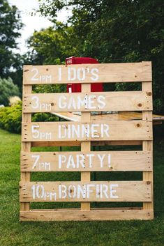 I love going to a wedding and spotting all the decorations – some homemade, some bought, some obvious and others you have to hunt for. Wedding signs make me so happy, and also really lend a helping hand after a G+T or two! Whether you're after modern calligraphy or hand painted, we have a rustic sign...Read the Post #diy #rusticdesign