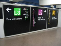Photo: Barcelona Wayfinding Signage A excellent example of how strong transit map design is carried across to other elements of the user experience: here, strong and easily understood wayfinding signage in the Barcelona Metro. (Source: airways/Flickr)
