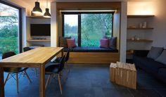 Nur wenige Gehminuten entfernt vom Ostseestrand und den Galerien und Cafes des Künstlerortes Ahrenshoop liegt das Haus Meersinn in einer kleinen Ferienhaussied