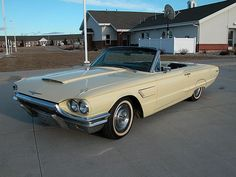 1965 Ford Thunderbird, a forgotten American classic. Ford Thunderbird, Best Muscle Cars, American Muscle Cars, Retro Cars, Vintage Cars, Convertible, Ford Lincoln Mercury, Ford Classic Cars, Car Ford