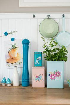 Minty House Blog / dyskretna tablica magnetyczna nad kuchenką ułatwi gotowanie z przepisu! Produkty: Tikkurila Magnetic