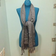 Light gray scarf Excellent condition  / no trades, Accessories Scarves & Wraps